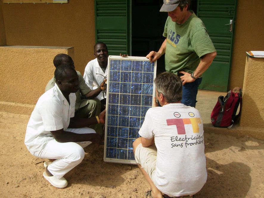 Electriciens sans frontières PACA. Mission d'identification. Energie solidaire pour Doulougou. Burkina Faso (2009)