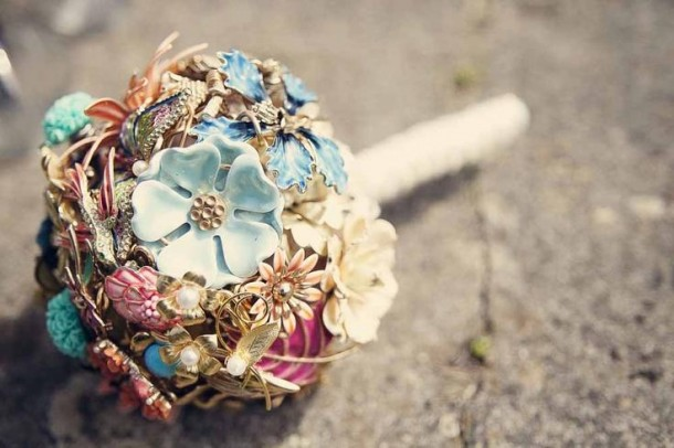 vintage-brooch-bouquet-bouquet-brooch-wedding-flower-bouquet-pinterest