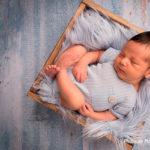 Comment habiller bébé pour la séance photo de naissance ?