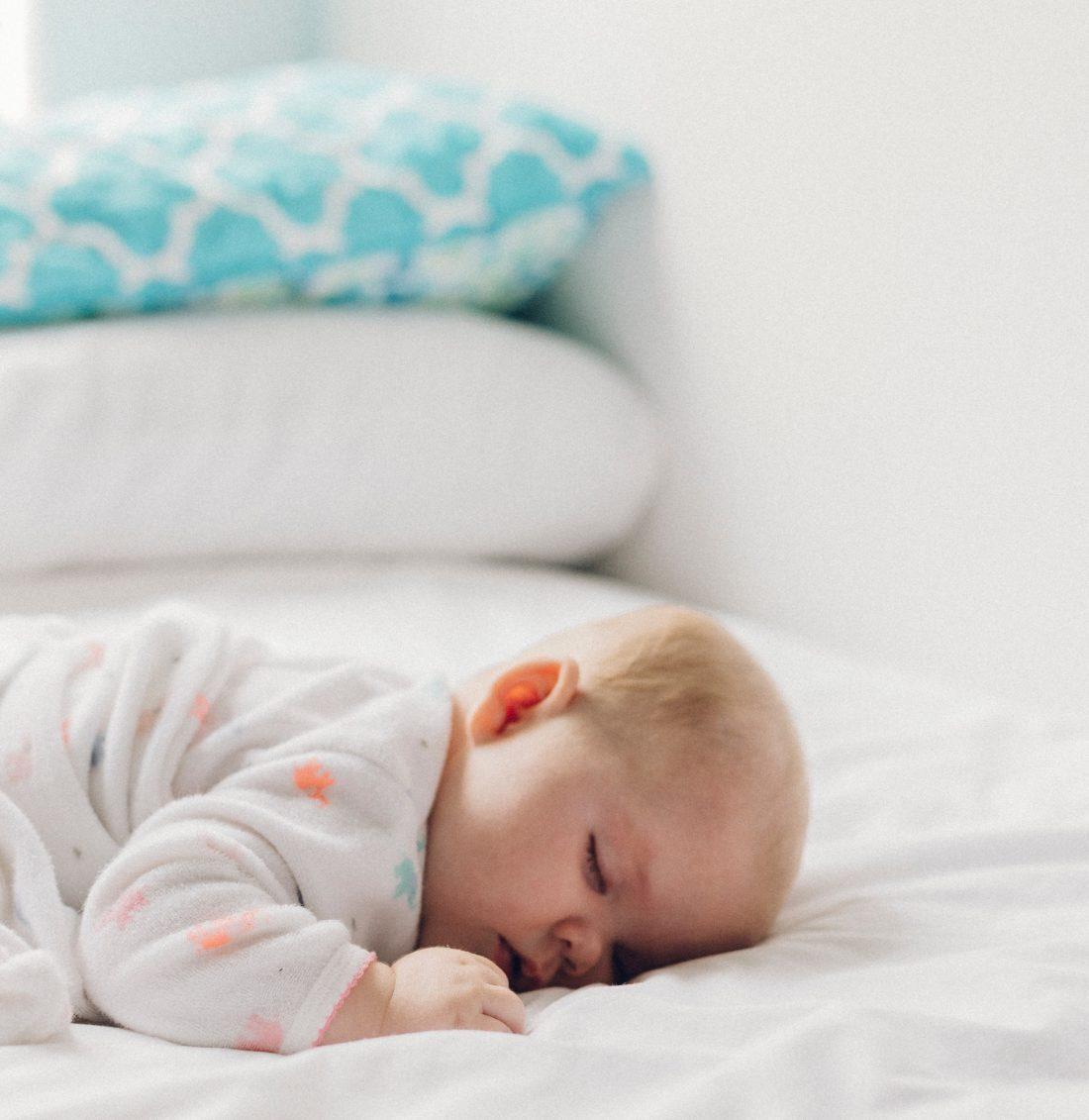 Bébé ne fait toujours pas ses nuits et vous vous épuisez peu à peu à essayer de le calmer. Pourtant dormir est un besoin physiologique important pour que bébé puisse se développer.