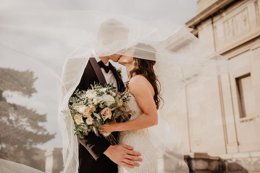 Le jour de votre mariage arrive à grands pas et vous êtes en plein préparatif du jour J. Pour que votre soirée de réception soit animée et qu'elle plaise à tout le monde, optez pour différentes activités. Voici nos idées originales pour que vos invités s'amusent et apprennent à se connaître.